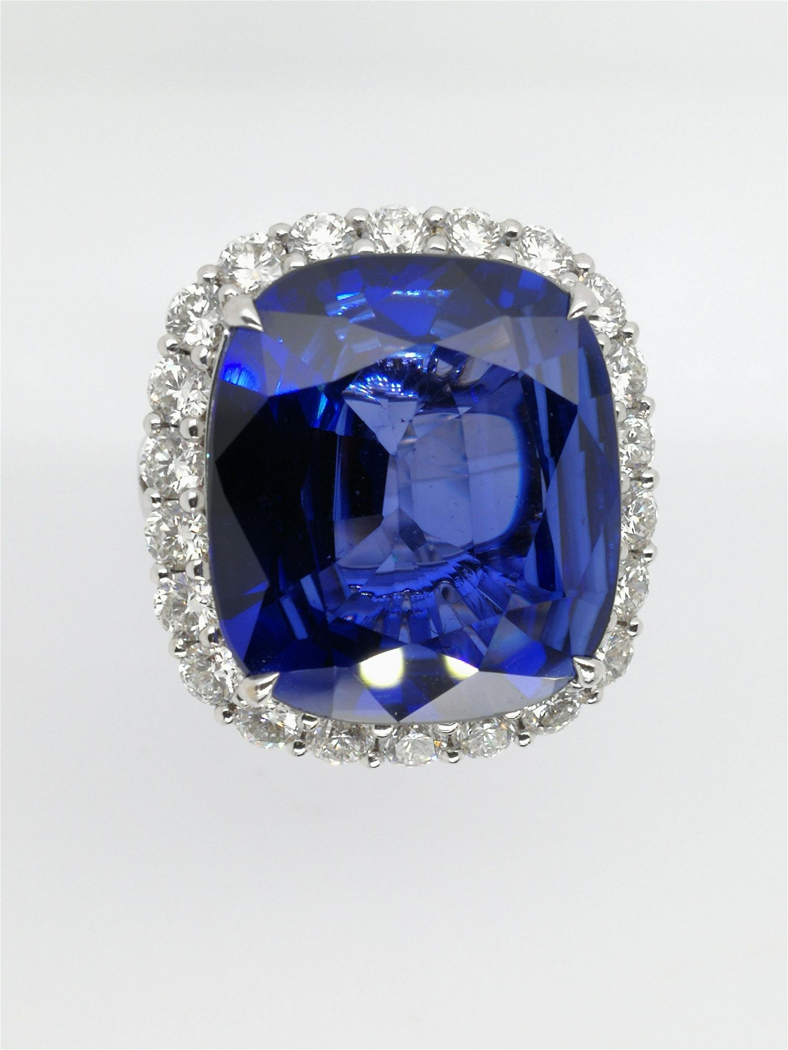 18k white gold diamond&sapphire ring
