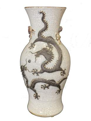 A Crackle Porcelain Vase, Qing Dynasty