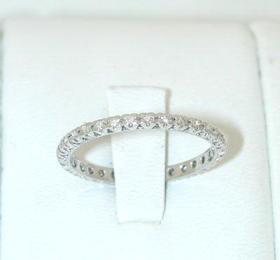 12027: 9435 18KW Gold Ring w/ Diamonds