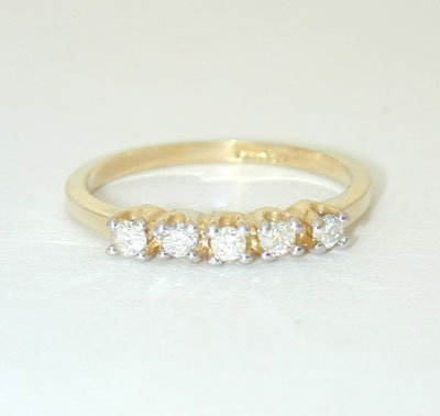 12045: 5967 14K Gold Ring w/ Diamonds
