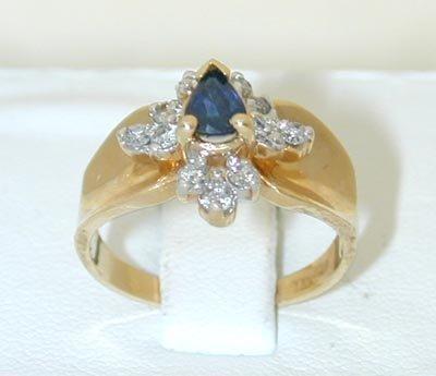 12057: 7007 14K Gold Ring w/ Sapphire/ Diamonds