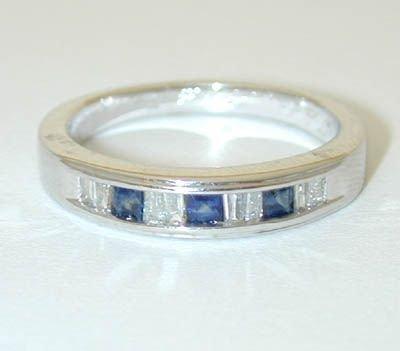 12081: 9915 14KW Gold Ring w/ Sapphire/ Diamonds