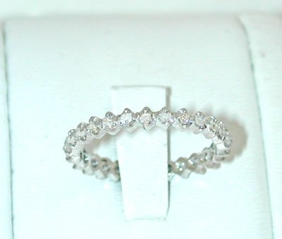 12093: 5541 18KW Gold Ring w/ Diamonds