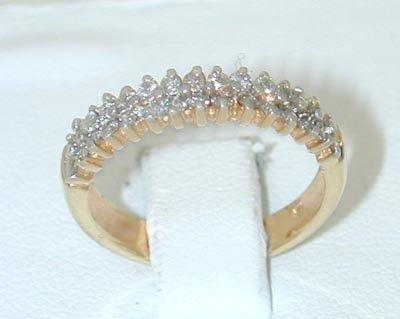 12127: 9565 14K Gold Ring w/ Diamonds