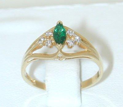 12181: 9965 14K Gold Ring w/ Emerald/ Diamonds