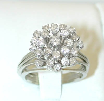 12221: 5421 14KW Gold Ring w/ Diamonds