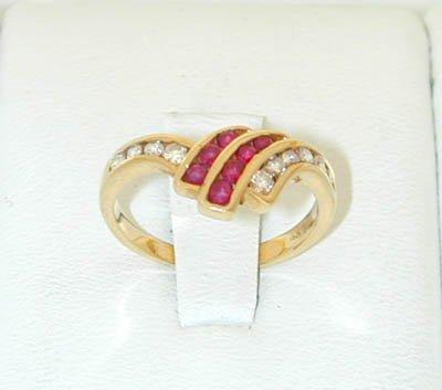 12227: 9625 14K Gold Ring w/ Ruby/ Diamonds