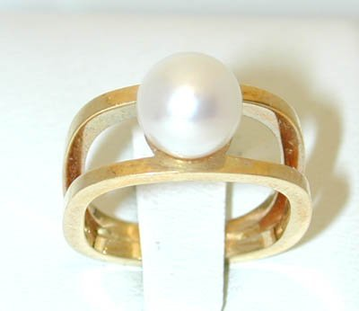 12275: 5005 18K Gold Ring w/ Pearl