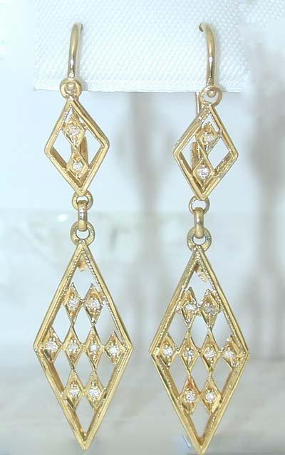 12281: 7986 18K Gold Earrings w/ Diamonds