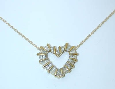1046: 1046 10K Gold Necklace w/ Diamonds Pendant