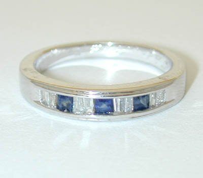 12081A: 9915 14KW Gold Ring w/ Sapphire/ Diamonds