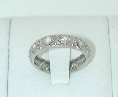 12315A: 6457 18KW Gold Ring w/ Diamonds