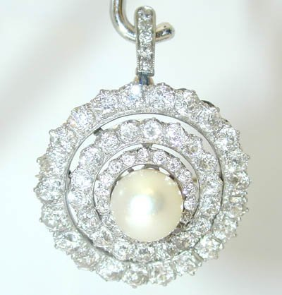 8790A: 2845 Antique 18KW Gold Diamond Pin/Pendant w/Pea