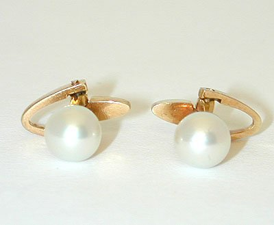 10 18K Gold Cufflinks w/ Pearl