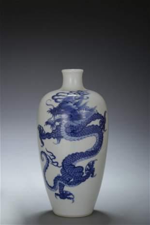 A BLUE & WHITE 'Dragon' VASE, meiping. KANGXI PERIOD,