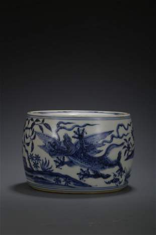 A BLUE & WHITE 'DRAGON' CRICKET JAR AND COVER. XUANDE