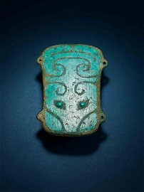 AN EXTERMELY RARE TURQUOISE-INLAID BRONZE PLAQUE,