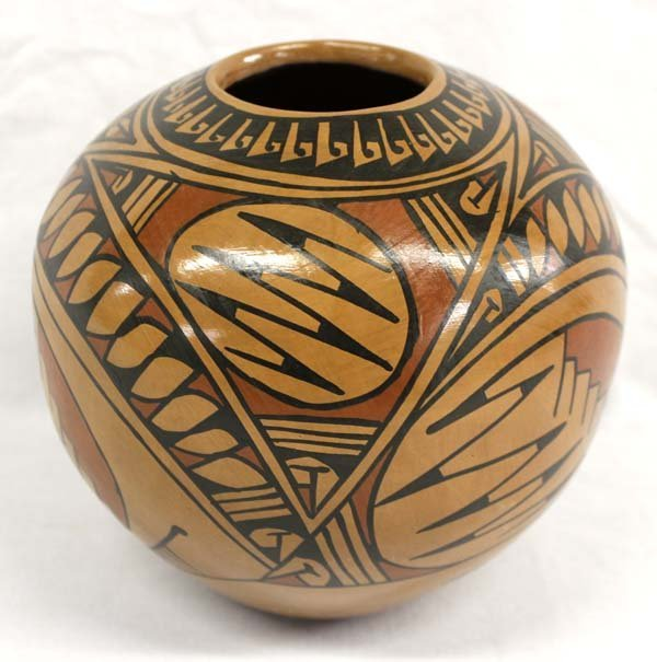 Mata Ortiz Polychrome Pot by Graciola Sandoval