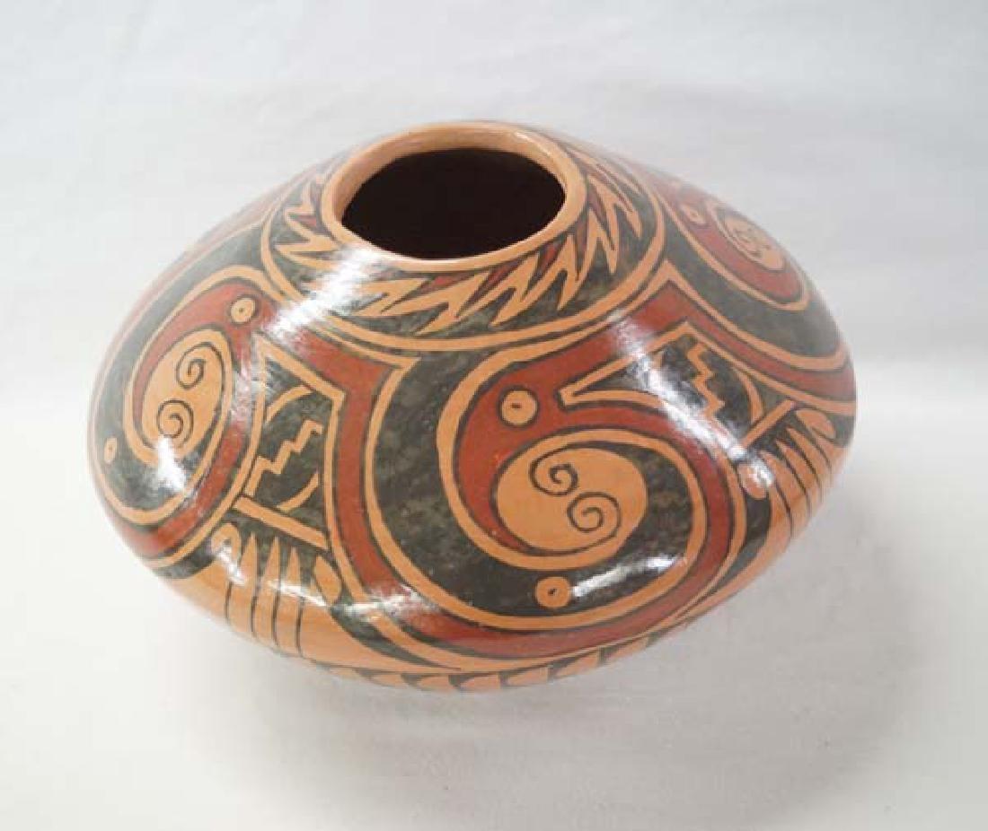 Mata Ortiz Pot by D Gonzales 5in x 7 3/4in SH $25