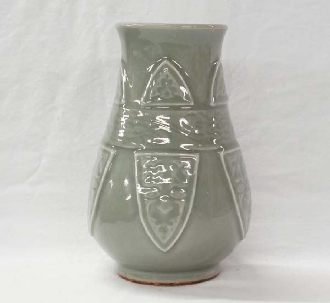 Stoneware Vase 8in SH20