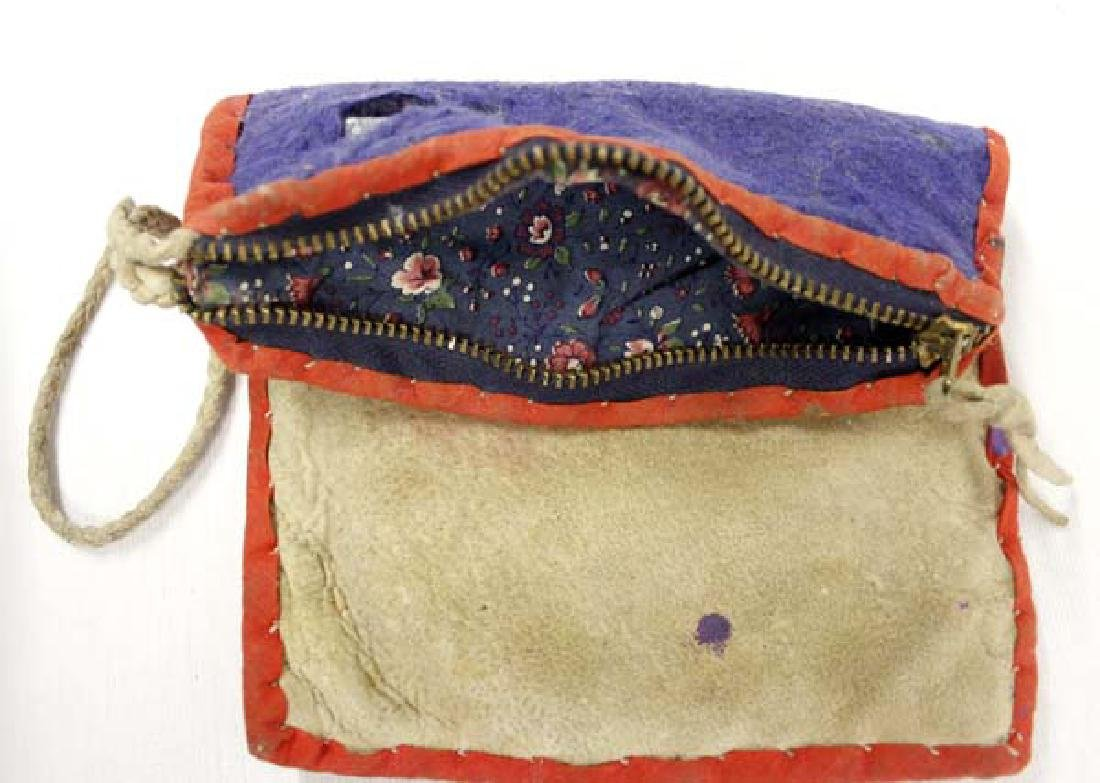Old Native American Woodlands Beaded Wool Purse - 3