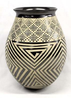 Mexican Mata Ortiz Beige on Black Pottery Jar