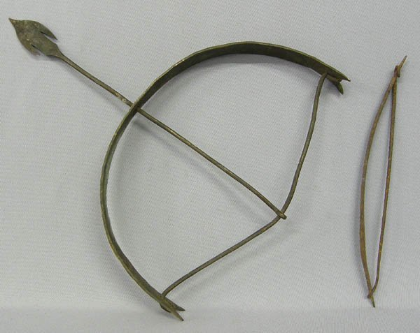 1004: Pair Of Brass & Cast Iron Decorative Bow & Arrow