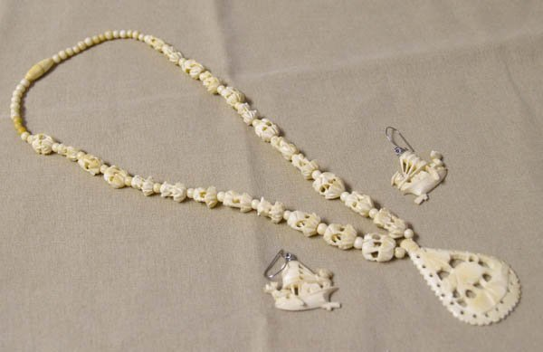 1514: Carved Ivory Necklace And Earrings