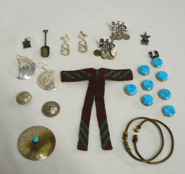 1005: Collection Vintage Jewelry, tie, button covers +