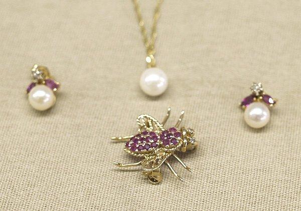 1015: 14K Gold Chain Pearl Pendant, Earrings, & Bee Pin
