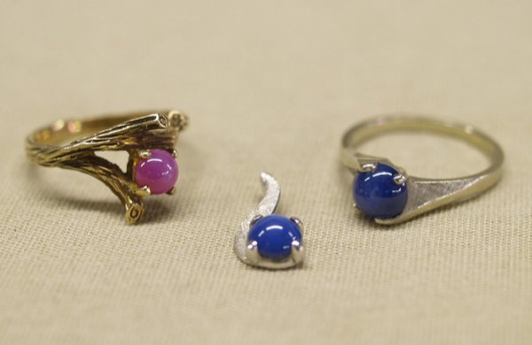1019: 1 Blue & 1 Pink Lindy Star Ring & 1 Blue Pendant