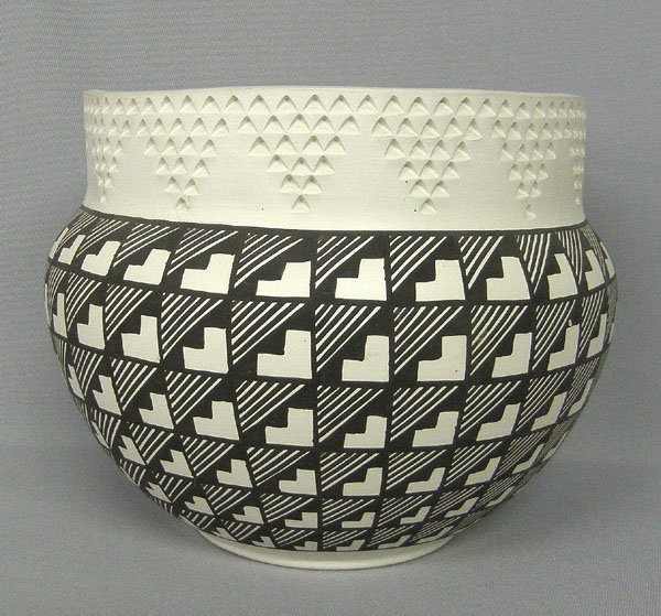Acoma Traditional Pottery Bowl  7'' x 9''