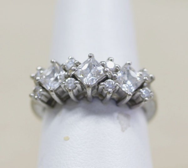 1302: Estate Sterling Silver CZ Ring from Thailand Sz 7