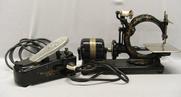 1307: Antique Wilcox And Gibbs Sewing Machine