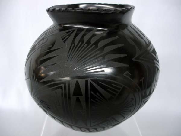 Mata Ortiz Black on Black Jar by Oscar Quezada