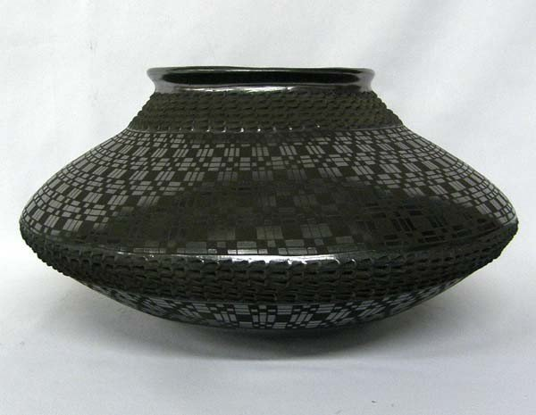 Mata Ortiz Black on Black Pot by Lucie Sote
