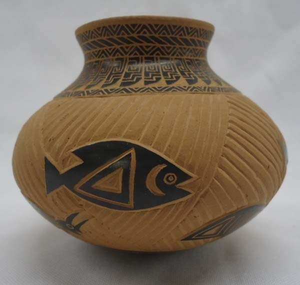 Small Mata Ortiz Pottery By Eduardo Quintana