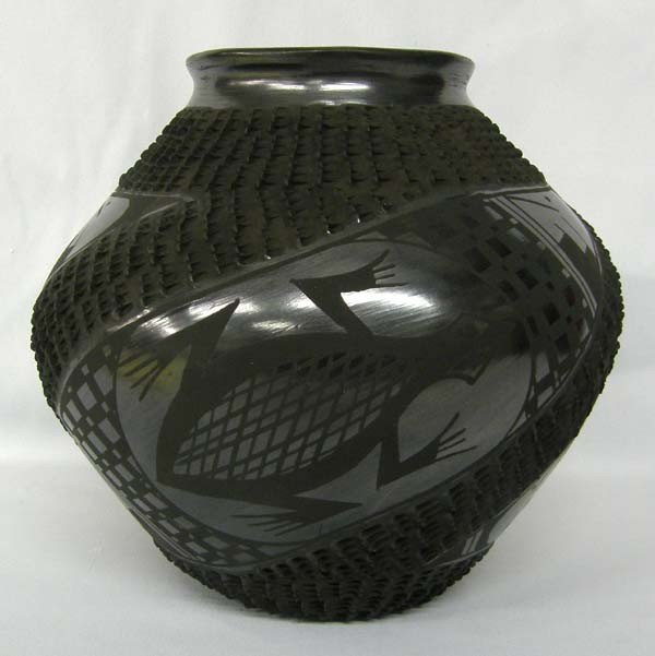 Mata Ortiz Black Textured Burnished Pot by Olivas