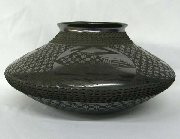 Mata Ortiz Black on Black Lizard Pot by Lucie Sote
