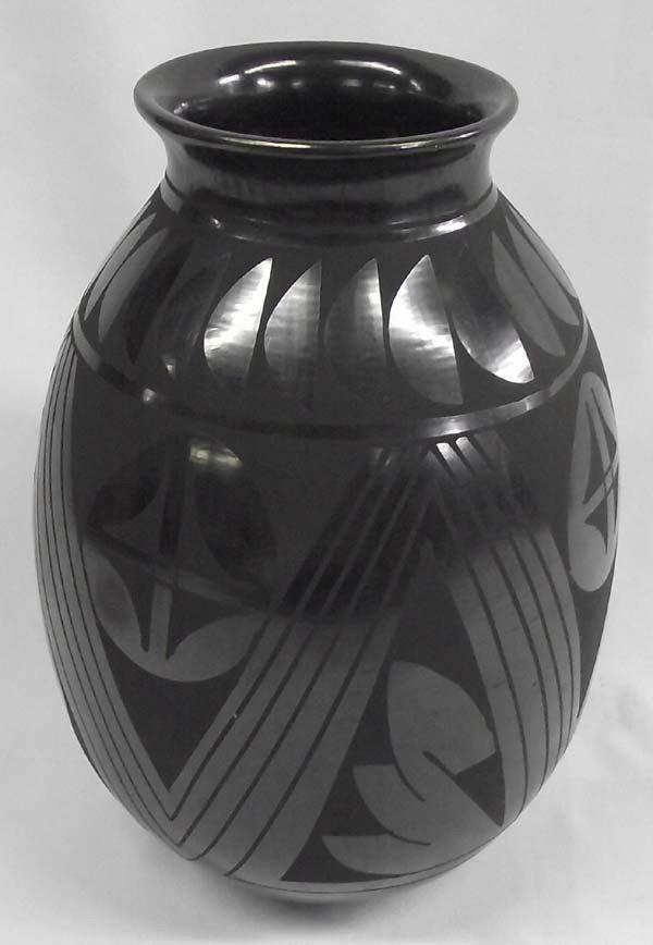 Mata Ortiz Black On Black Pottery By Luis Ortiz
