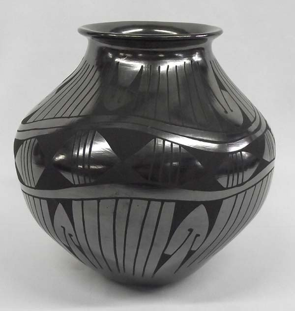 Mata Ortiz Black On Black Pottery by Luci Soto