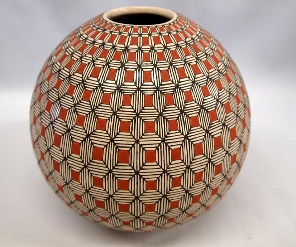 Mata Ortiz Eyedazzler Pottery Jar by Nely Lopez