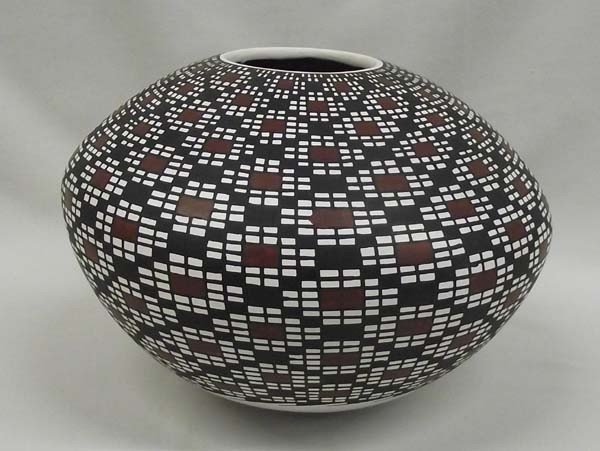 Mata Ortiz Eye Dazzler Pottery - Lupe Ontiberos
