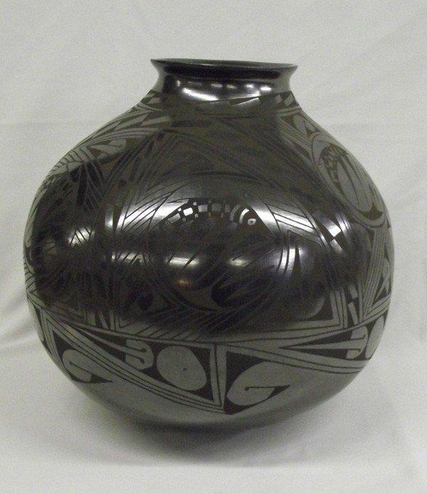 Mata Ortiz Museum Size Pottery - Lucia Soto