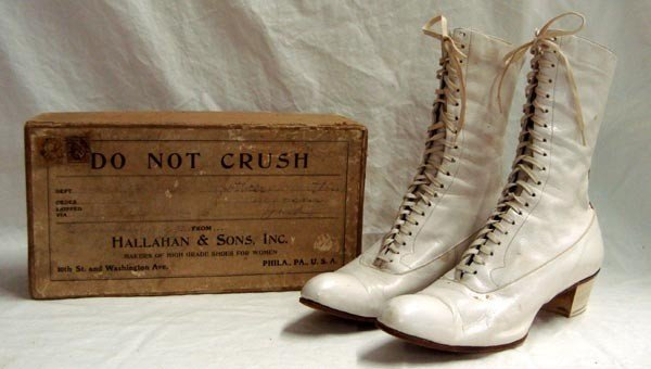 Antique White Ladies Leather Shoes in Original Box