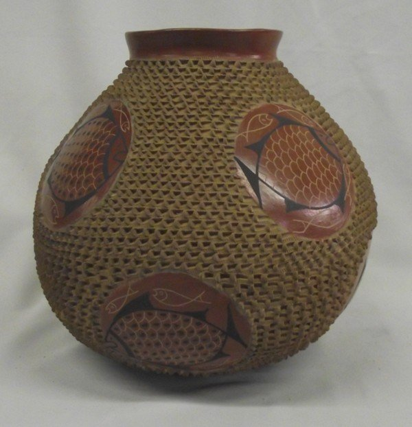 Mata Ortiz Textured Fish Jar - Jose Gonzalez