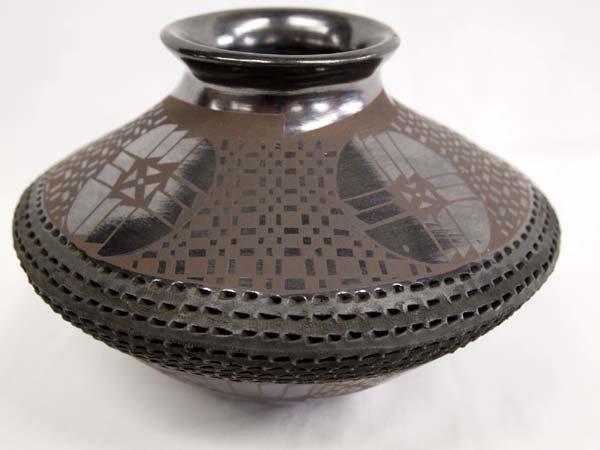 Mata Ortiz Black on Black Jar - Benjamin Soto