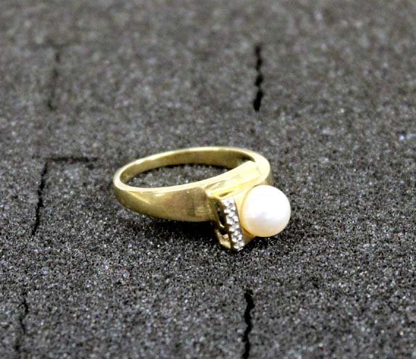 10Kt Gold Filled Pearl Diamond Ring - Size 8