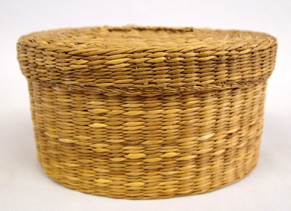 Vintage Native American Sweetgrass Lidded Basket