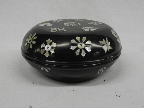 Round Laquer Box with Mother of Pearl Inlay